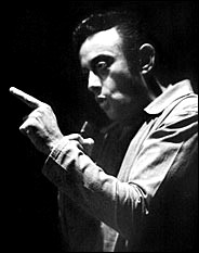 Lenny_bruce_on_stage