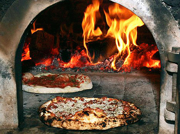 Zzzz pizza-oven-with-pizza-