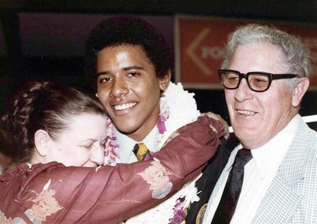 Z9 barak obama-and-grandparents-madelyn, stanley dunham
