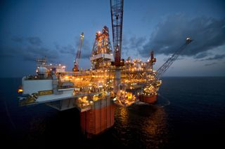 Zzzzz British Petroleums Deepwater Horizon oil-drilling vessel-platform