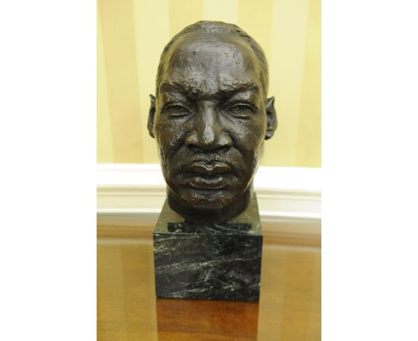 Statue 19 - Bust in Oval Office at White House