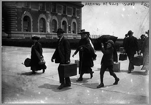 1907-ArrivingAtEllisIsland-500