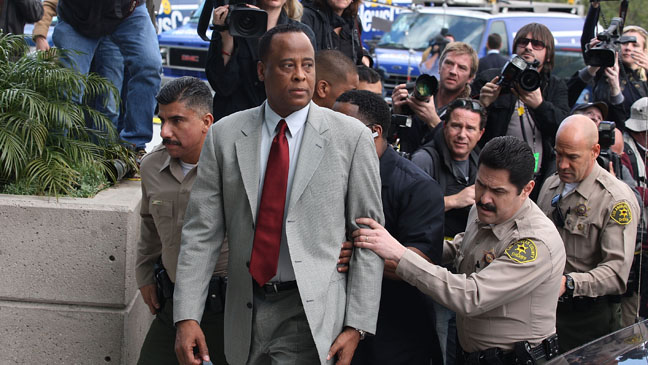 D - conrad_murray_walking_into court