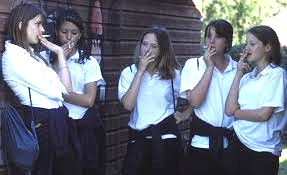 Z2 teenage girls smoking